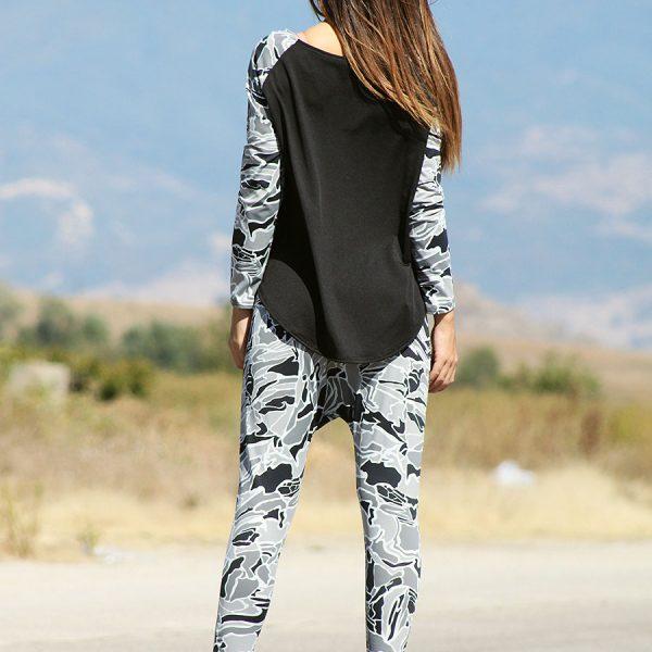 Ефектна блуза в съчетание с камуфлажни елементи