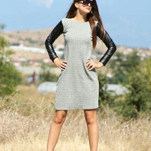Дамска рокля в сиво с кожени ръкави